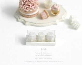 Set of 12 Cupcake Liners in a box-Single Colour-Classic White/Light Yellow-  1:12 Dollhouse Miniature