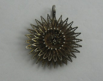 Enchanting, age old filigree pendant in the shape of a flower or sun in silver. Vintage