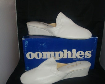 Vintage OOmphies Granada Classic Snow White Leather Slippers/ Shoes (1980s) Size 10 (New Old Stock)