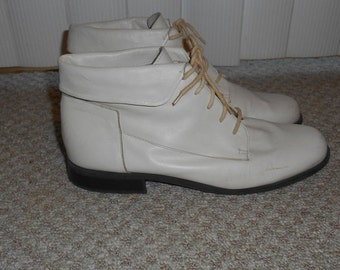 ON SALE Vintage 90's Off White Leather Lace Up Boots - Size 7.5 M