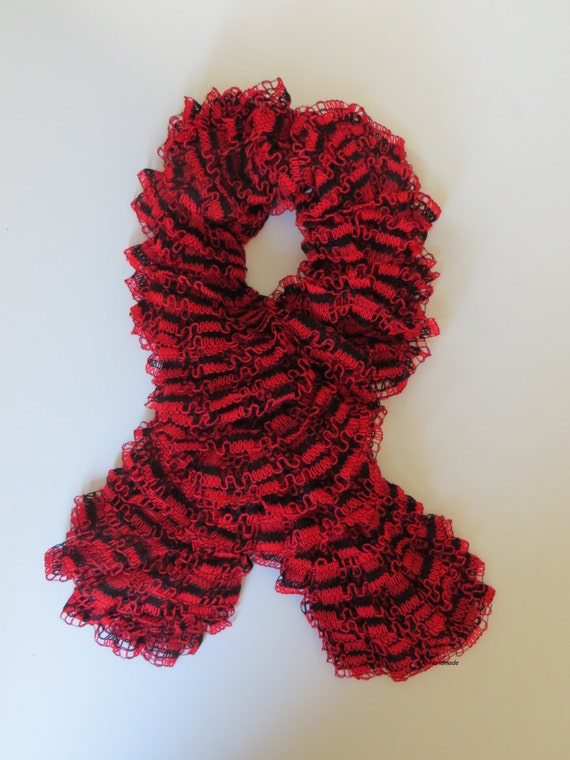 Knitting Bee Free Patterns : Ruffle scarf Frilly scarf Knitted scarf Fashion scarf Red
