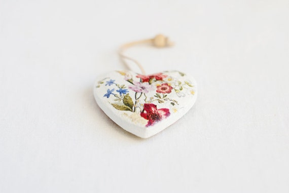 "Little heart shaped rustic style wooden ornament ""Provence III"" - handmade, wedding, gift ideas, provence style, roses, shabby chic, flowers"