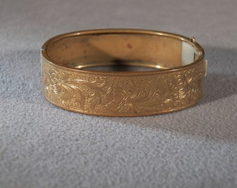 Vintage Gold Tone Etched Fancy Filigree Bangle Style Bracelet, A Delightful Classic Piece!~~    **RL