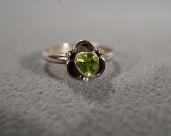 Vintage Jewelry, Sterling Silver Ring with Pear Shaped Peridot Stone Bezel Set Fancy Detailed Surround, size 6     KW267