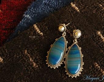 Blue Mountain: Silver Agate earrings.