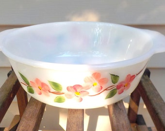 FireKing Dogwood 1.5 qt. Casserole White Milk Glass Ovenware With Pink Flowers. Very Nice Condition. Anchor Hocking