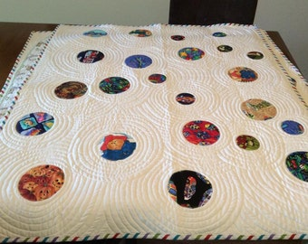 Original, NEW Handmade quilt - 'I Spy Circles #2' - for baby or toddler.  Gender neutral.
