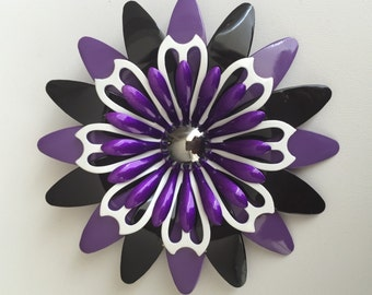 Vintage flower power pin