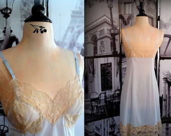 25% 3-Day SALE 60s Baby Blue Slip - Beautiful Lace Inset and Hem - VANITY FAIR - Size Xs