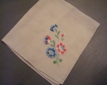 Vintage Embroidered Floral Hanky - Great Vintage Condition!!