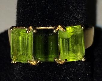 BEAUTIFUL Vintage 14K Yellow Gold Peridot Green Ring Size 6