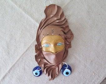 Masque cuir Vintage décoratifs femmes avec boucles d'oreilles, collection Decor, mauvais œil suspendus Home Decor, decoration murale de cuir, Art Tribal @128