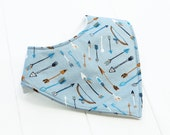 Blue arrow handmade baby bandana bib in organic cotton, arrow blue, new baby gift, baby boy or girl, one size