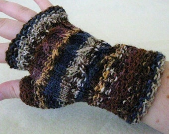 Fingerless gloves in blue, brown and grey striped.