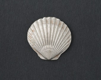 Vintage  Scallop Shell Tac Pin Woodbury Pewter