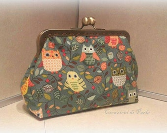 Coin purse with metal closure and owls