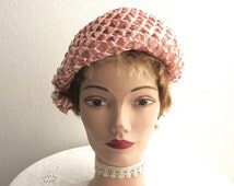 Vintage pink cellophane straw open weave hat with raffia trim at the side, constructed over stiff net, lovely shape, Moray brand, 1950s