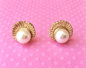 "Handmade ""Pearl of Wisdom"" Gold Shell Earring with Pearl Center"