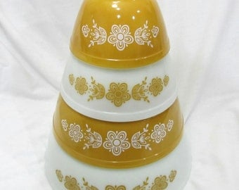 Beautiful Vintage Set Of 4 Nesting Pyrex Gold Butterfly Floral Mixing Bowls