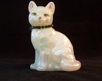 Fenton Cat Emerald May Opalescent Glass Birthstone Handmade Glass       S895