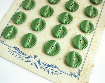 Green buttons on cards, Vintage metal buttons painted green, 17 mm or 14 mm, still on the card!