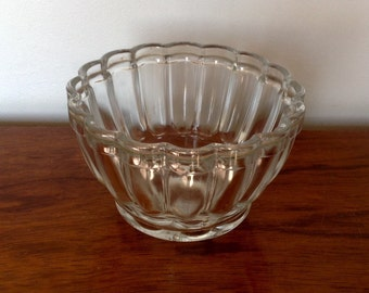 Round Glass Jelly Mould. One Pint Jelly Bowl. 1950's.