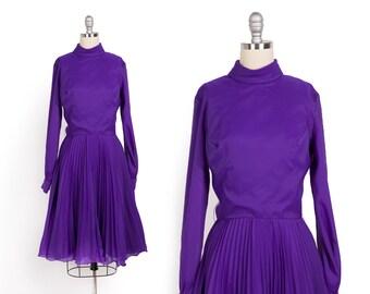 Vintage 1960s dress // 60s purple dress