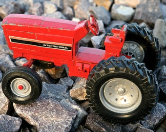 INTERNATIONAL Toy Tractor by ERTL