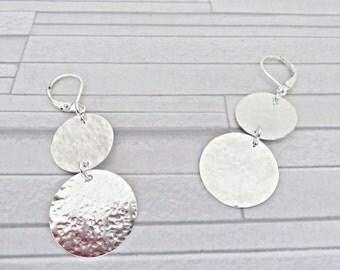 Silver disc earrings, Dangle disc earrings, Double disc earrings, Textured disc, Sterling silver earrings, Hammered 925 earrings, UK made
