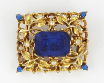 1940s - CORO - Gorgeous Vintage Blue Rhinestones & Faux Pearls Gold Tone Pin / Brooch