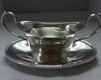"""Elegant Rose Pattern  one-piece gravy boat Silver Plate Marked """" International Silver Plate Camille 6013"""" Excelent!"""