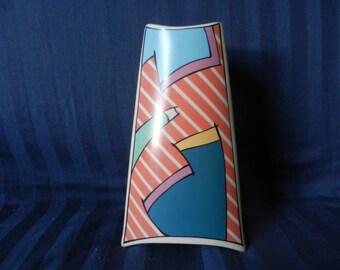 """Iconische Rosenthal Studio Line """"Flash"""" driehoekige vaas MINT! door Dorothy Hafner medio jaren 80 / jaren negentig van de twintigste eeuw hoogte 23,7 cm."""