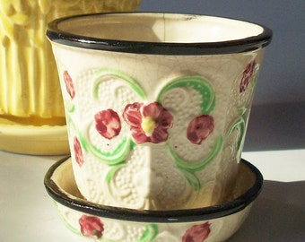 Vintage Flowerpot / Tiny with 3 color glazed and texture details / Made in Japan / Scroll design with black rim