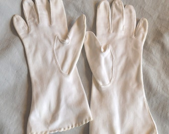 Beautiful Vintage White Ladies' Gloves - Fownes Royale, Eyelet Wrists, size 6.5