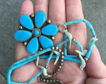 Pretty Turquoise Flower Pendant -- 520