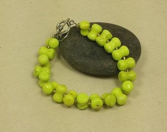 "Ripe Banana Color Gaspeite Bead Bracelet/8""-10"""