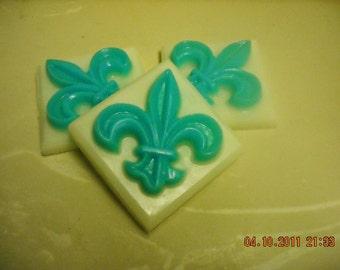 Fleur de Lis Soap (Big)