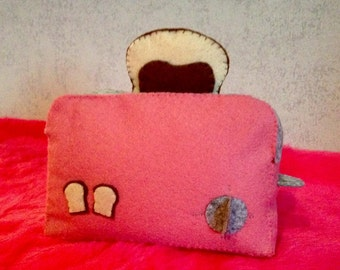 Toaster and his sandwich in felt for dinette