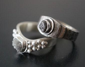Raw diamond bridal set, rough diamond wedding rings, black and white rings, unique design, alternative wedding, uncut diamond ring set
