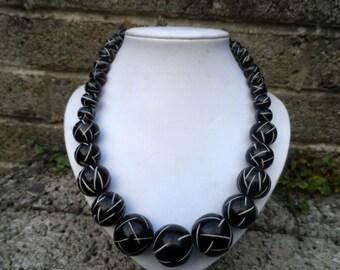 Vintage Bakelite costume jewellery necklace - ladies vintage carved black Bakelite beaded necklace -  ladies jewellery black vintage plastic