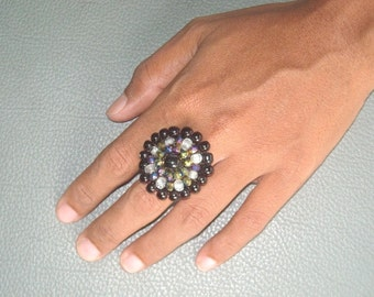 BEADED  #Macrame RING in black and sparkly PURPLES. #Adjustable size ring. #Macrame jewelry.