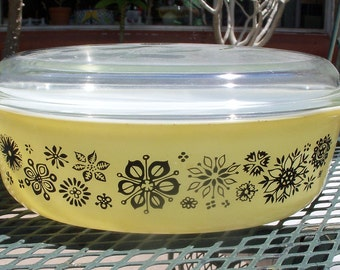 Pyrex Pressed Flowers 045 with Lid - 2 1/2 Quarts