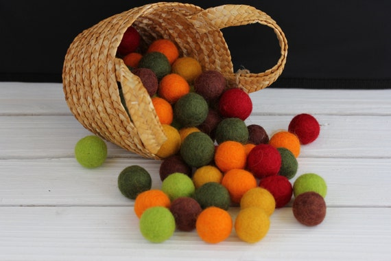 60 Piece 2 cm 100% Wool Handmade Felt Balls 'Maple Leaf'