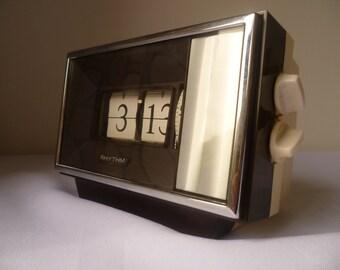 Rhythm Japan Flip alarm clock 1970