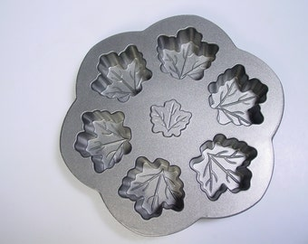 Williams Sonoma 6-Cup Maple Leaf muffin Pan Nordic Ware baking supply
