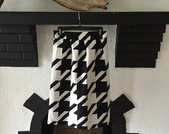 Adorable Vintage Black & White Houndstooth Skirt S/XS