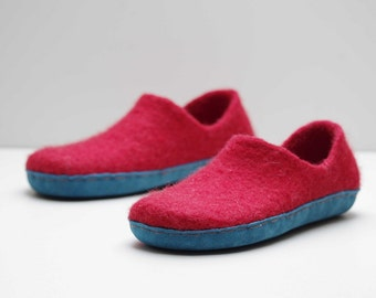 Red wool slippers- felted slippers- natural footwear slippers- eco friendly slippers- cozy slippers- leather sole wool slippers