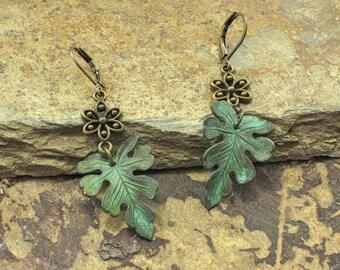 Leaf earrings,  leaf drop earrings. nature earrings, rustic earrings, oak leaf earrings. green leaf earrings. patina earrings