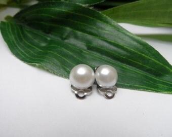 Flowergirl Ivory Pearl Clip on Earrings, girls clip on earrings, Flowergirl clip on earrings, clip on earrings, wedding accessories