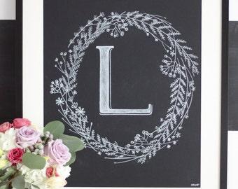 initiale et couronne de fleurs